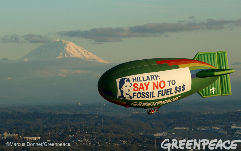 The Greenpeace A.E. Bates thermal airship flies over Seattle, Washington, with Mount Rainier in the background on March 25, 2016 urging Hillary Clinton to reject fossil fuel money in her campaign.  The Democratic caucuses are March 26, 2016. Photo by Marcus Donner/Greenpeace