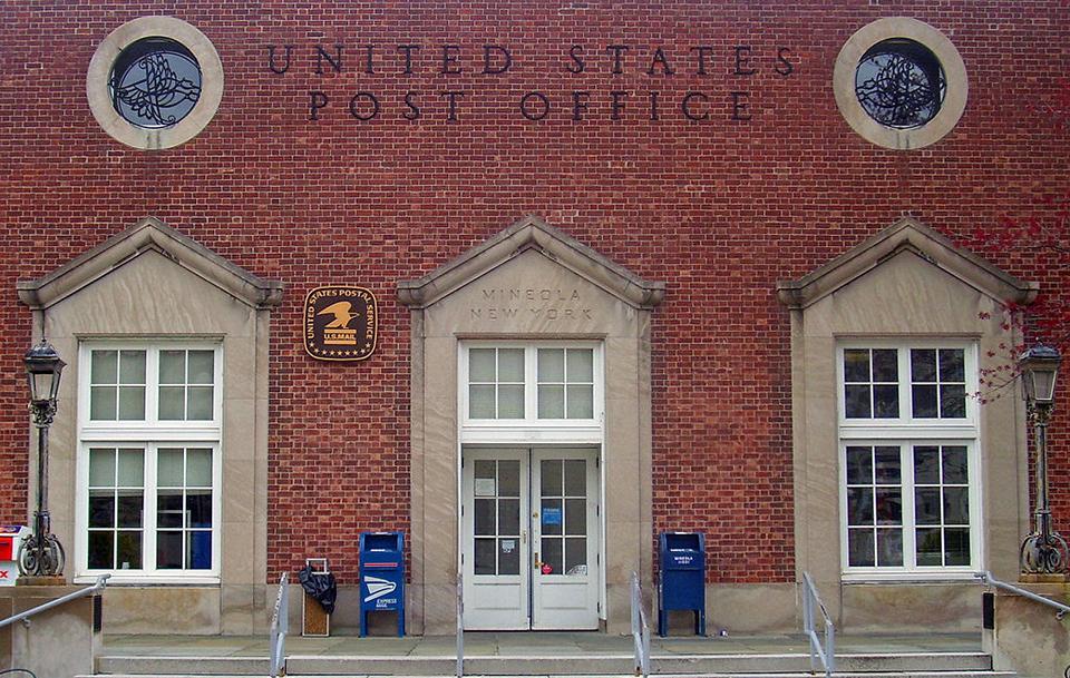 1024px-Mineola_post_office